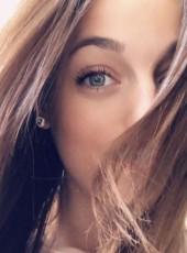 Marina, 22, France, Paris
