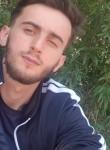 Ismet, 18  , Milano