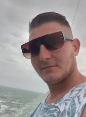 Laurențiu , 27, Romania, Cluj-Napoca