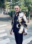 Rek, 43  , Paris
