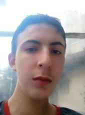 Romain, 21, France, Lyon