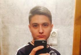Ravil, 21 - Just Me