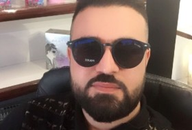 Amir R Surchy , 26 - Just Me