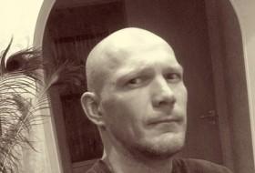 Roman, 34 - Just Me
