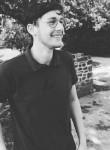 Simon , 18  , Boulogne-sur-Mer