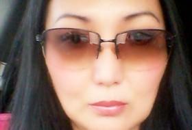 Aida, 42 - Just Me