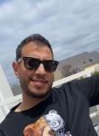 Ayoub, 30, Paris