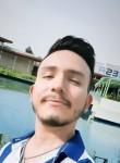 Luis Briones, 25  , Latina