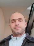 Vali, 41  , Pristina