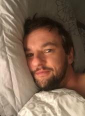 Julien, 35, France, Seynod