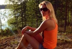 Alena , 35 - Just Me