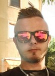 László, 25  , Debrecen
