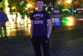 Denis , 22 - Just Me