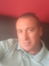 zoccolo, 34, France, Denain