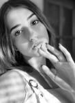 Marina, 18  , Bar