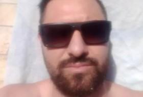 Lukas, 31 - Just Me