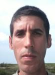 Luis Petrov, 36  , Alamar
