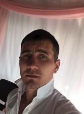 White, 29, Russia, Nakhodka