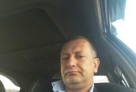 Artak, 41 - Just Me