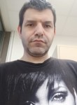 Victor, 49  , Paris