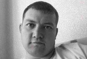 Pawel, 37 - Just Me