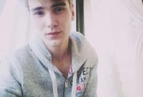 Daniil, 19 - Just Me