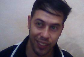 fawzi, 33 - Just Me