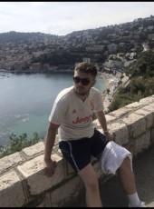 Paul, 20, France, Paris