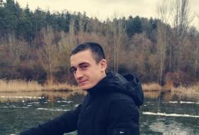 Artyem , 21 - Just Me