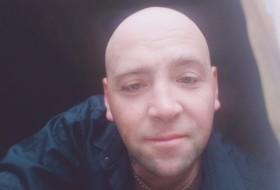 Vitaliy Drazhin, 36 - Just Me