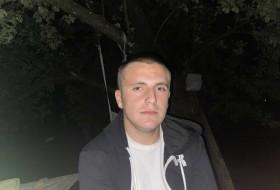 Denis, 20 - Just Me