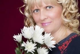 Larisa, 49 - Just Me