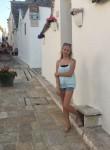 Agata , 19  , Alberobello