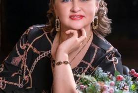 Elena , 44 - Just Me