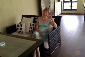 Lina, 47 - Just Me
