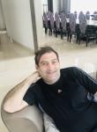 Roy, 36, Beirut