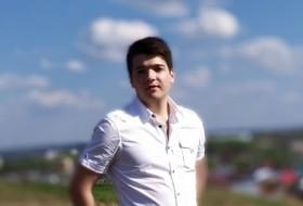 Damir, 23 - Just Me