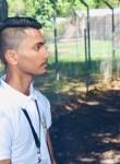 Kevin, 18  , Centre de Flacq