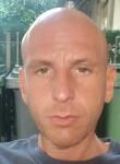 Salvatore , 41  , Catania