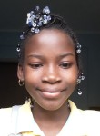 Laura , 18  , Luanda