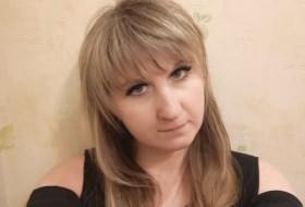 Annika, 38 - Just Me