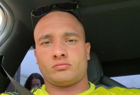 eric, 43 - Just Me