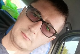Andrey , 34 - Just Me