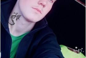 Maks, 21 - Just Me