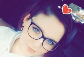 Aubree, 18 - Just Me