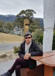 Esmat , 38  , Canberra