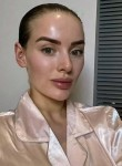 Emilia , 33  , London