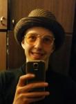 Maksim , 18  , Tallinn