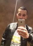 Mohamed, 18  , Paris