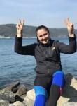 Zeynep , 25  , Istanbul